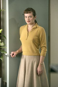 In many ways, the story of Mad Men is as much the story of Peggy Olson (played by Elisabeth Moss) as it is the story of the tortured Don Draper. Betty Draper, Don Draper, Mad Man Serie, Mad Men Mode, Mad Men Peggy, Peggy Olson, Men Tv, Mad Men Fashion, Fashion Vintage