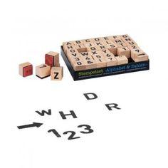 Houten letters en cijfers