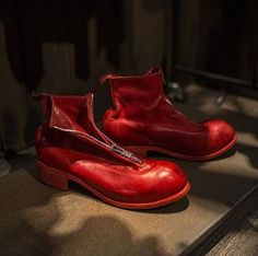 i c o n i c  #guidi PL1 in revolutionary red  /  via @project_314  thanks