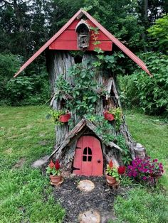 Hohlstumpf, Verwandelt In Ein Feenhaus Mit Recycelten Materialien Hollow stump, transformed into a fairy house with recycled materials fairy garden houses – House & Garden Garden