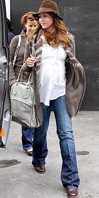 Jessica Alba maternity style