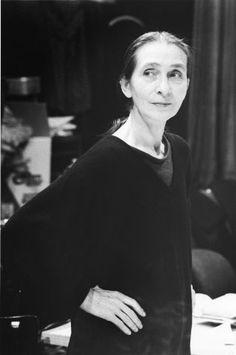 """Mulheres OusadasY❤B <> Philippine Bausch, """"mais conhecida como PINA BAUSCH (Solingen, 27 de julho de 1940 — Wuppertal, 30 de Junho de 2009), foi uma coreógrafa, dançarina, pedagoga de dança e diretora de balé alemã. Conhecida por contar histórias enquanto dança, suas coreografias eram baseadas nas experiências de vida dos bailarinos e feitas conjuntamente. Várias delas são relacionadas a cidades de todo o mundo, já que a coreógrafa retirava de suas turnês ideias para seu trabalho."""""""