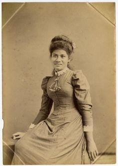 Fa'amusami_Malietoa,_ca._1895,_British_Museum.jpg. She was the daughter of Malietoa Laupepa. She was to later marry Mata'afa Fiame Faumuina Mulinuu I and become Masiofo.