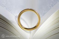 Ein Ring, ein Buch, ein hochwertiges #Makro-Objektiv. #Detailfotos de Luxe! #Hochzeitsfotos mit besonderem Charme.