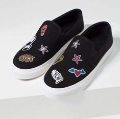 These Zara patch plimsolls are everything! Sneakers 2016, Zara Sneakers, Loafer Sneakers, Zara Shoes, Black Canvas Shoes, Canvas Sneakers, Moda Madrid, Zara 2016, Fashion Shoes