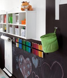 Really like the wall mounted paper roll and the colored pencils. Plus the chalkboard wall is in the shape of a city!