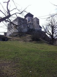 Trenčiansky hrad Outdoor Furniture, Outdoor Decor, Four Square, Mount Rushmore, Mountains, Park, Nature, Travel, Castles