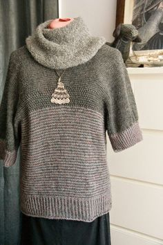 étole transformé en pull Couture, Pull, Turtle Neck, Sweaters, Fashion, Tricot, Moda, Fashion Styles, Sweater