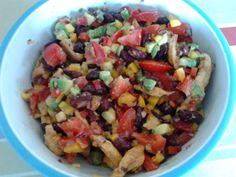 escalope de poulet, paprika, avocat, jus de citron, maïs, haricot rouge, poivron rouge, poivron vert, poivron jaune, tomate, oignon rouge...