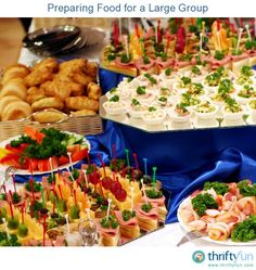 This is a guide about preparing food for a large group. Preparing food for a large group can seem daunting, especially the first time. Haylett (for your party I know there's not a ton of people but some ideas) Catering Buffet, Catering Food, Cooking For A Crowd, Food For A Crowd, Brunch, Mezze, Reception Food, Large Group Meals, Think Food