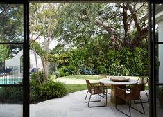Peppertree Villa in Bellevue Hill by Luigi Rosselli Architects and Alwill Interiors blends contemporary references with Art Deco heritage elements. Architectural Digest, Architectural Elements, Layered Architecture, Architecture Design, Sydney, Polished Plaster, Art Deco Bar, Timber Panelling, Timber Windows