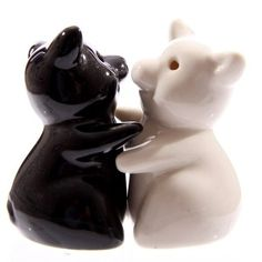1000 images about hugging salt and pepper shakers on pinterest salt pepper shakers salts and - Salt and pepper hug ...