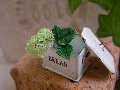 ♡ ♡ Flores en recipiente de pan