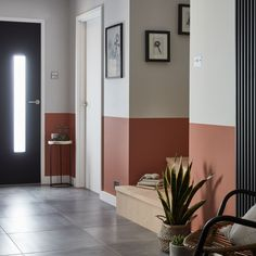 Hallway paint colours: 28 inspiring decorating ideas for enhancing your hallway - - Find inspiration for hallway paint colours that are fresh, inviting and create a great first impression of your home. Hallway Wall Colors, Hallway Colour Schemes, Grey Hallway, Hallway Walls, Modern Hallway, Colours For Hallways, Color Walls, Hallway Flooring, Paint Walls