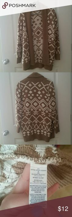 Open front sweater Brown & white thick quality sweater used to go over a tank or Tshirt. Old Navy Sweaters