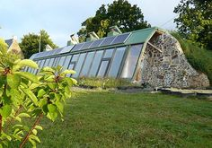 Ever heard of Earthships? Learn more about these awesome alternative buildings and see if an earthship might just be the right style of green building for your home. Earthship Home Plans, Maison Earthship, Earth Sheltered Homes, Rammed Earth Homes, Underground Homes, Natural Homes, Villa, Green Building, Natural Building