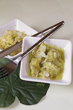 Préparation : 25 min Cuisson : 55 min Pour 4 personnes : -1 kg d'épaule d'agneau en morceaux -2 cuillères à soupe de basilic ciselé -1 cuillère à soupe de coriandre ciselée -1 cuillère à soupe de ciboulette ciselée -30 g de beurre -20 cl de lait de coco...