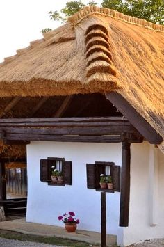 Self Catering Cottages, Thatched Roof, Natural Building, Dream House Plans, Traditional House, Country Living, Interior And Exterior, Countryside, Pergola