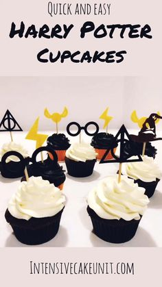 Easiest Ever Harry Potter Cupcakes Easiest Ever Harry Potter Cupcakes IntensiveCakeUnit intensivecakeunit Best of IntensiveCakeUnit Chocolate cupcakes with black and white frosting topped with nbsp hellip Cupcake videos Harry Potter Cupcakes, Harry Potter Theme Cake, Harry Potter Torte, Harry Potter Desserts, Harry Potter Cupcake Toppers, Harry Potter Fiesta, Harry Potter Party Decorations, Cumpleaños Harry Potter, Harry Potter Halloween Party