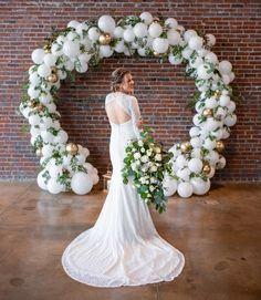 Pinterest White Wedding Arch, Metal Wedding Arch, Pink And White Weddings, Rustic Wedding Flowers, Floral Wedding, Diy Wedding, Wedding Reception, Wedding Ballons, Wedding Balloon Decorations