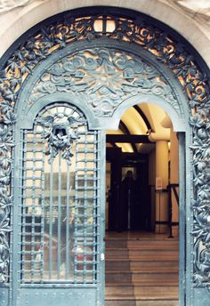 ...gorgeous Paris doors...