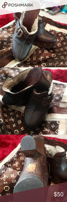 AUTHENTIC FRYE CLOG slip in! Classic Frye clog..in excellent shape...lamb lining and sturdy wooden bottoms....very fashionable and up to date style..you will love them Frye Shoes Mules & Clogs