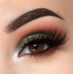 Gorgeous Makeup: Tips and Tricks With Eye Makeup and Eyeshadow – Makeup Design Ideas Girls Makeup, Glam Makeup, Skin Makeup, Makeup Inspo, Eyeshadow Makeup, Makeup Style, Eyeshadows, Green Eyeshadow, Chanel Makeup
