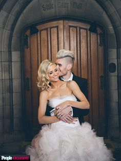 American Idol alum Colton Dixon and Annie Coggeshall get married! See their gorgeous wedding photos (dress: Vera Wang)