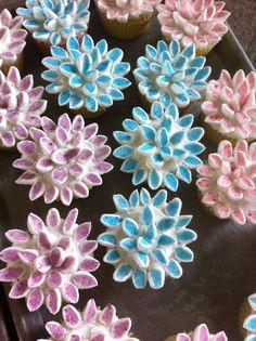 Marshmellow flower cupcakes!