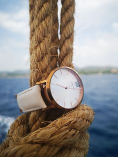 The mechanical Auvergne Gold with the white strap does not only look good on a wrist!
