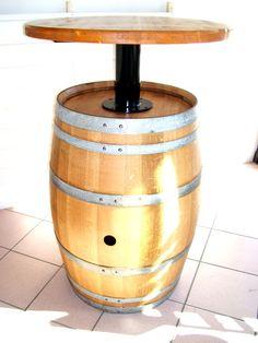 Barrique usata trattata in camera di stagionatura, ripulita esternamente, fissata a piano in massello d'abete e il tutto tinto chiaro a base di mordente per arredo pub all'aperto