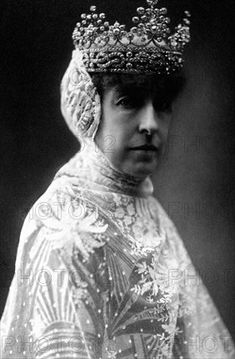 Helene, Duchess of Aosta, wearing the Aosta variation of the House of Savoy knot tiara later in life.