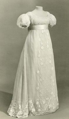 Embroidered muslin gown. England, 1810 British