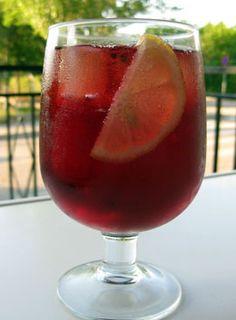 Het recept van tinto de verano, een frisse en zomerse wijn die gedronken wordt in Sevilla en Andalusië