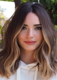 Chic Hairstyle Ideas for Medium Length Hair How to: Pin back your bangs 27 Of The Legendary Medium Wavy Hairstyles for Women to Show Off in 2020 These Winter Hair Trends are Coming in Hot for 2019 Brown Hair Balayage, Hair Color Balayage, Hair Highlights, Partial Highlights, Haircolor, Brown Lob Hair, Face Frame Highlights, Partial Balayage, Bayalage