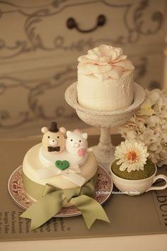 kitty and Cat and Bear MochiEgg wedding cake topper #kitten #cute #animals #handmadecaketopper #custommade #weddingcake #cakedecor #ideas #planning #gift #ceremony #claydoll #kikuikestudio #party #結婚式