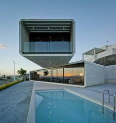 Concrete Cantilever House Extends 32 Feet Over the Pool
