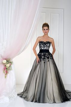 Black White Bridal Gown Fresh Black and White Gothic Wedding Dresses 2019 Lace Applique A Line Tulle Sweetheart Court Train Pleated Wedding Bridal Gowns Cheap Black White Wedding Dress, Black Wedding Gowns, Gothic Wedding, White Bridal, Black Weddings, Geek Wedding, Medieval Wedding, Wedding Ideas, Dress Black