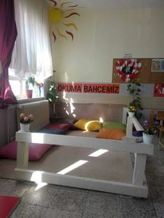 Okuma bahçesi Primary Classroom, School Classroom, Primary School, Cozy Reading Corners, Cozy Corner, School Daze, I School, Preschool Class, Preschool Activities