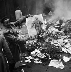 Stock Photo - Hungarian man burning picture of Lenin, shows what he thinks of Communism. Budapest, The Hungarian Revolution of 1956 forradalom), or t Rare Historical Photos, Freedom Fighters, Communism, Cold War, Pictures Images, Budapest, The Past, Stock Photos, Retro