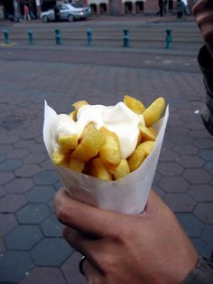 It's been more than 30 years and I still remember how much I loved the Dutch french fries with mayonnaise,. Typical Dutch Food, Dutch People, Holland Netherlands, Good Food, Yummy Food, Dutch Recipes, French Fries, The Best, Food And Drink