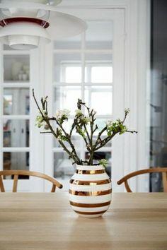 Fantastisk fin og flott vase med de karakteristiske stripene fra danske Kahler. Dette er en jubileumsvase som kun lages i et begrenset antall eksemplarer.