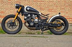 Honda CBX 6 cylinder Cafe Bobber by Pb33designs.com #motorcycles #bobber #motos   caferacerpasion.com
