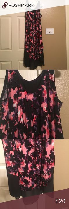 Simply Vera Vera Wang nightgown Simply Vera  Vera Wang nightgown. Only worn once- very comfy and in excellent condition. Black and pink floral design. What a great deal!! Simply Vera Vera Wang Intimates & Sleepwear Pajamas
