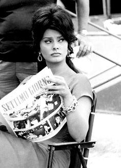 Sophia Loren on the set of 'Boccaccio Black and White Catherine Deneuve, Classic Actresses, Actors & Actresses, Loren Sofia, Sophia Loren Images, Old Hollywood Stars, Cinema, Italian Actress, Italian Beauty