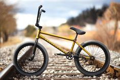 We The People's Matej Žan built himself this Trans Gold Battleship beauty with Wethepeople parts. Do you ride Bmx Mountain Bike, Moutain Bike, Bmx Bicycle, Bicycle Girl, Bmx Bandits, Best Bmx, Bmx Freestyle, Kids Bike, Ride Or Die