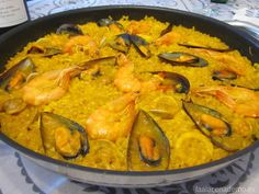 Receta de paella de marisco con Thermomix. Se prepara todo con el robot Thermomix y se termina de hacer en una paella. Kitchen Dishes, Rice Dishes, Rice Recipes, Cooking Recipes, Paella Recipe, Spanish Food, Spanish Recipes, Best Dishes, Gastronomia
