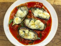 This Aubergines with Mozzarella and Arrabbiata Sauce dish is simple, tasty and a brilliant sharing dish! It is so satisfying to eat and will become a family favourite! Morning Food, Saturday Morning, Saturday Kitchen Recipes, Vegetarian Recipes, Cooking Recipes, Cooking Tips, Healthy Recipes, Aubergine Recipe, James Martin
