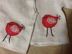 Conjuntinho de criança com aplicações em tecido e bordado