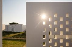 Portuguese hotel by José Carlos Cruz is clad with cork facades - via designboom 25.08.2014 | One hour outside of lisbon, in the portuguese region of évora, architect josé carlos cruz has completed a spa and resort complex clad with a natural brown cork. the project, named the 'ecork hotel', boasts 56 private residences, fine dining facilities, and a spa and gym complex.